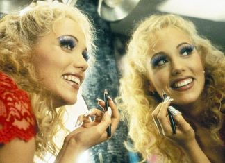 10 Completely Revealing Facts About Showgirls